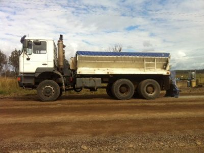 Cement spreading and road stabilisation truck